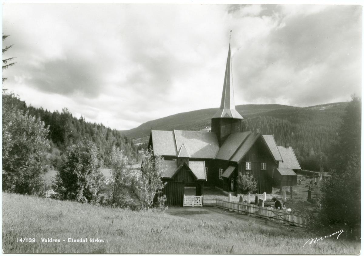 Postkort av Bruflat kirke, Etnedal i Valdres.