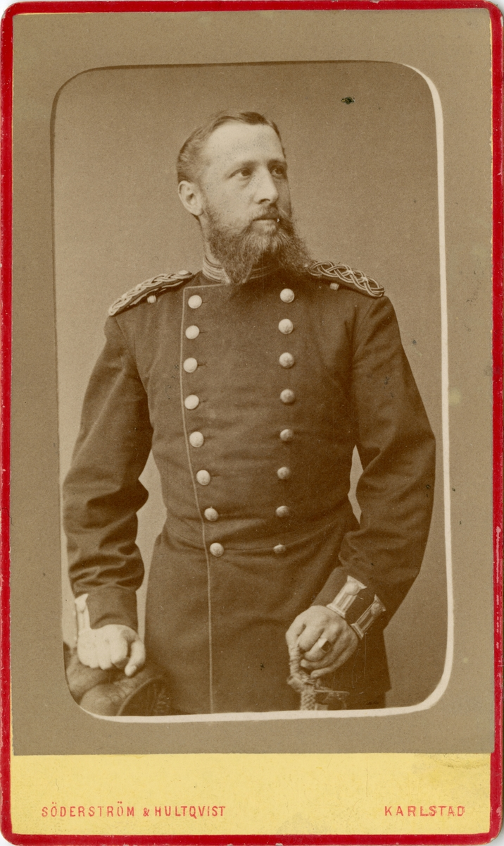 Porträtt av Hugo Axel Johan Ziegler, löjtnant vid Värmlands regemente.  Se även bild AMA.0002216, AMA.0009319 och AMA.0009454.