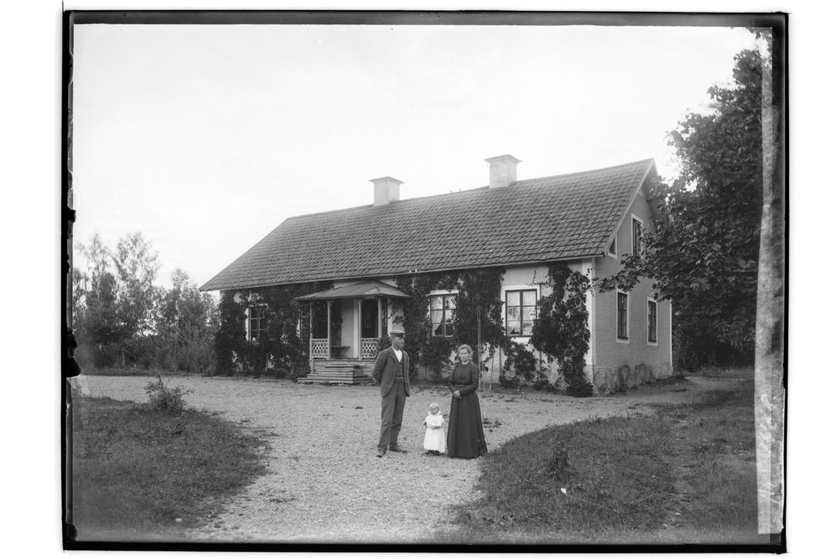 Björsholm (tidigare Björksholm), Stora Mellösa sockenBostadshus, 3 personer.Häradsskrivare Robert Pålman