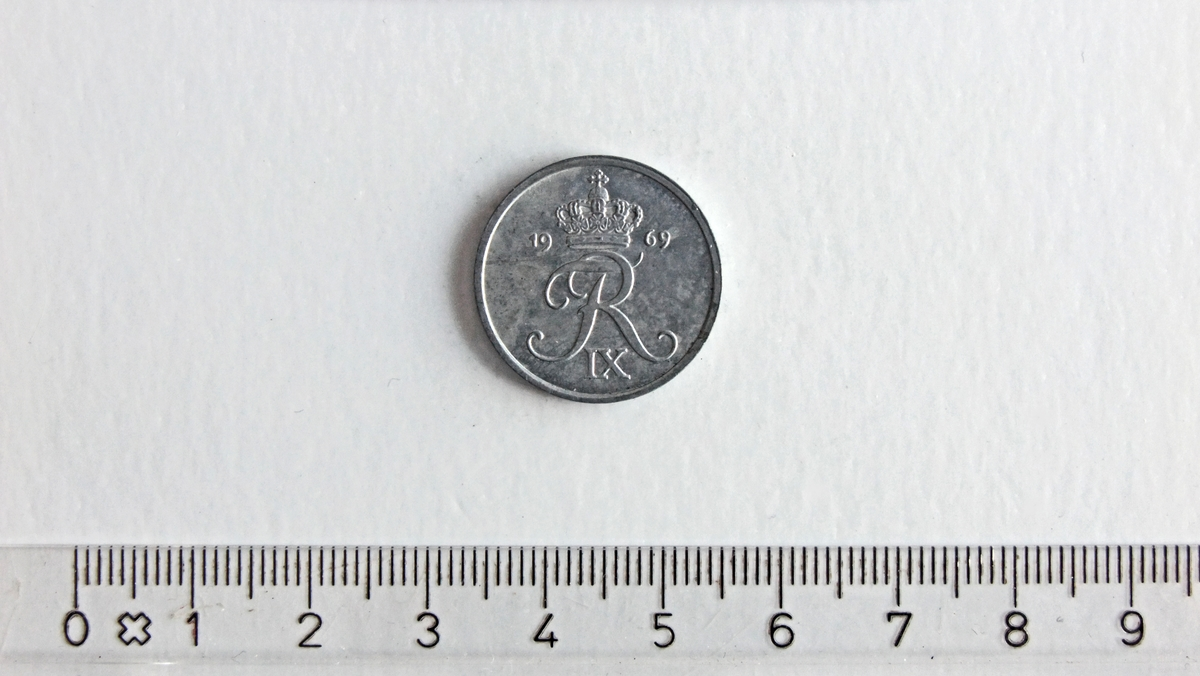På baksiden:  - krone