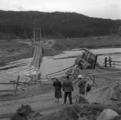 Hängbron över Indalsälven i Järkvissle, som byggts i samband