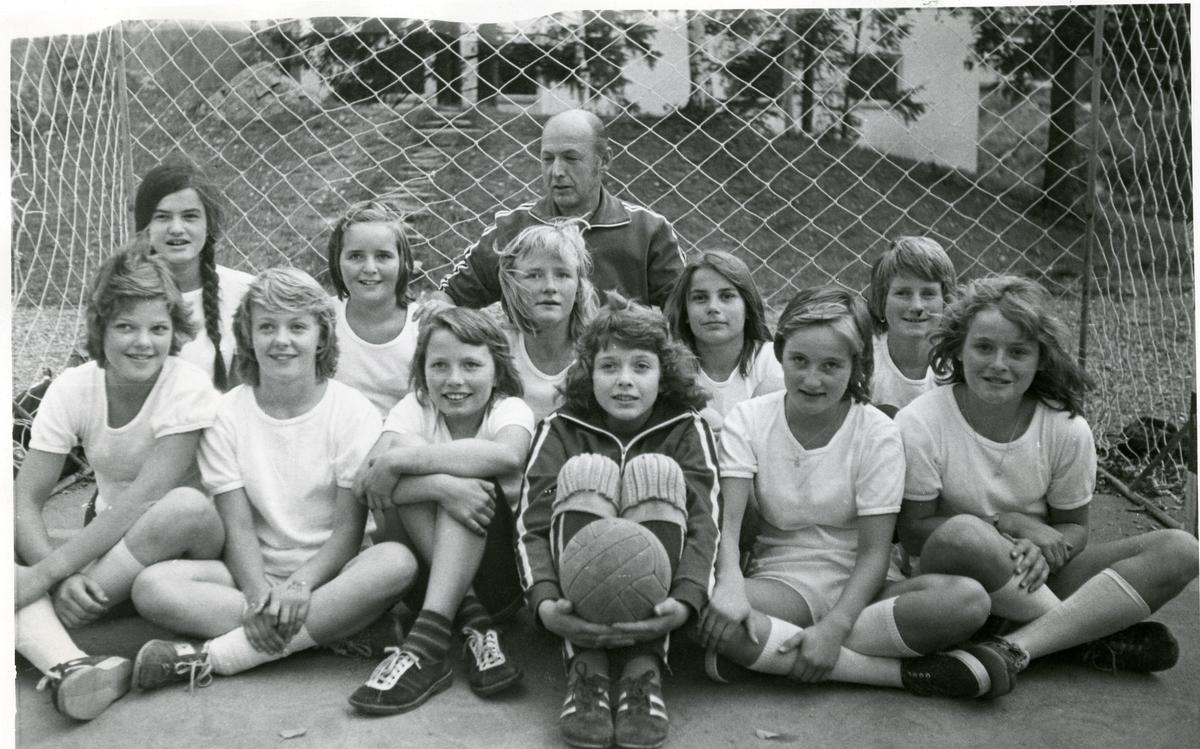 Bagn småpikelag i håndball, 1974/75.