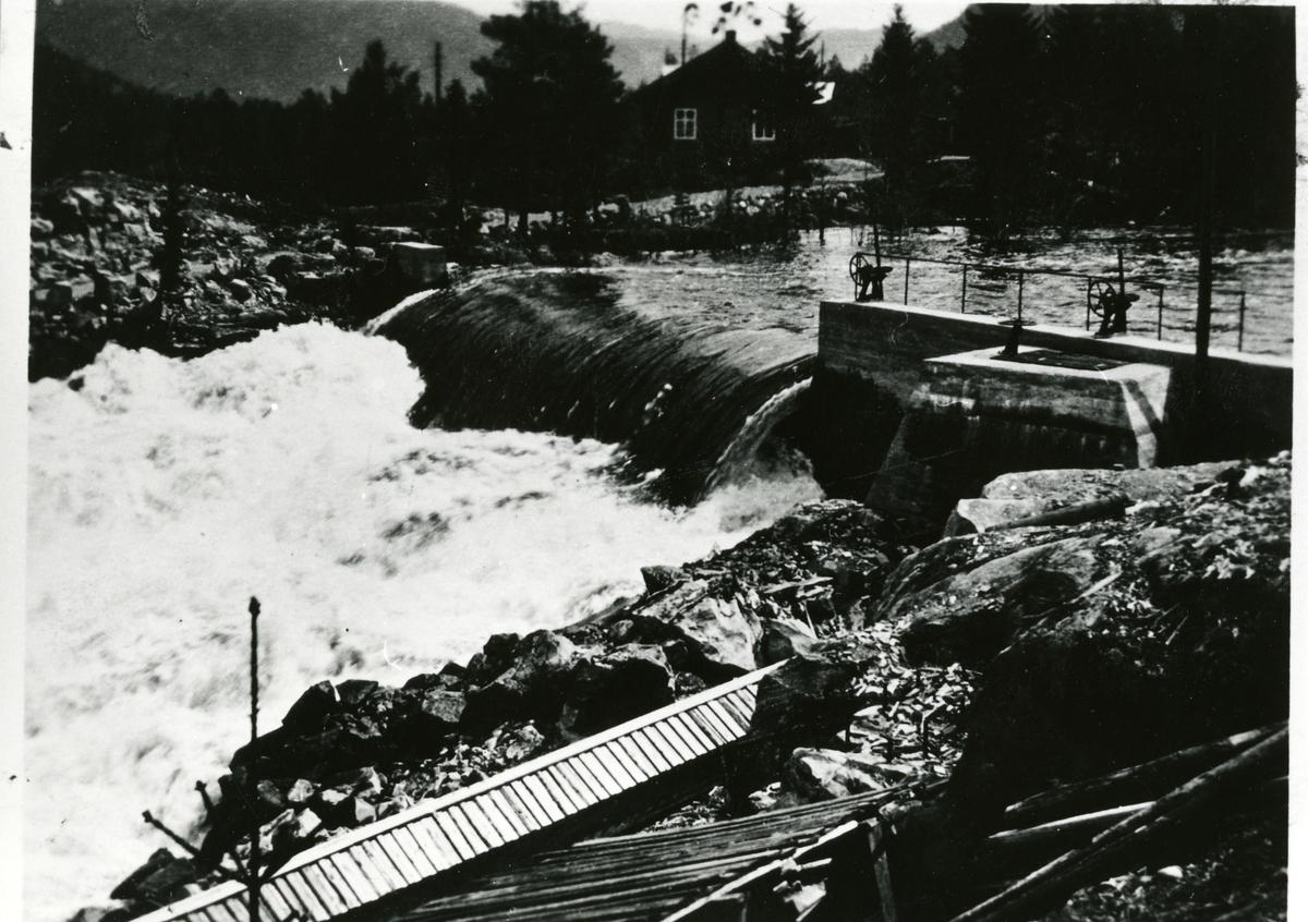 Hølerafossen, Sør-Aurdal. Med rørgate til kraftverket.