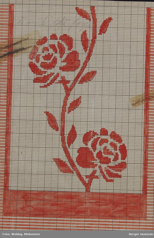 Roser på busk-kvist. Omgitt av et blankt felt hvor resten av teppet er stripete. (Til pledd/teppe)