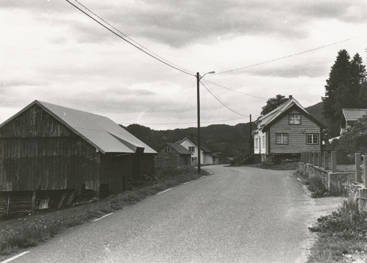 Løe, våningshus og stabbur på Øygarden, Vatne.