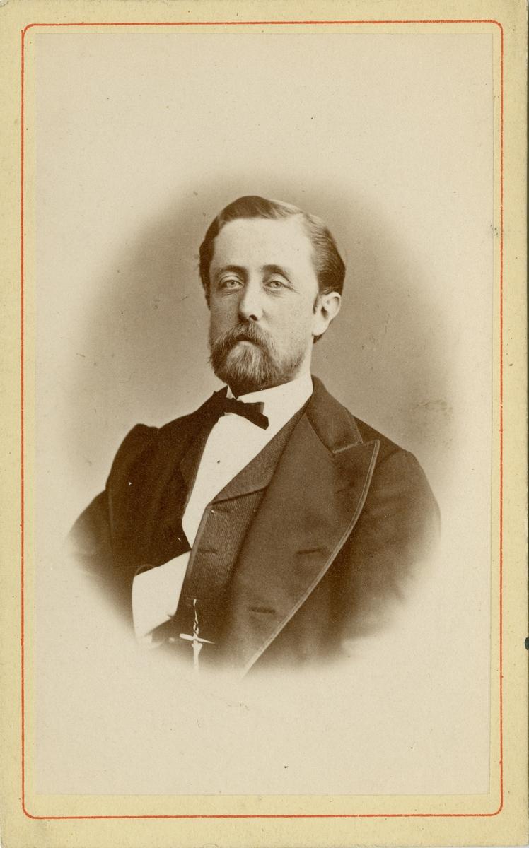 Porträtt av Erik Posse, kapten vid Andra livgrenadjärregementet I 5.  Se även bild AMA.0008297.