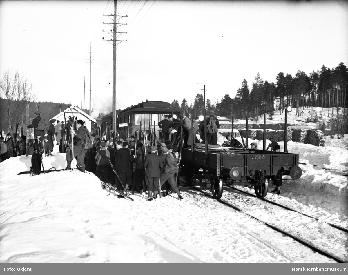 Skiturister på Stryken stasjon
