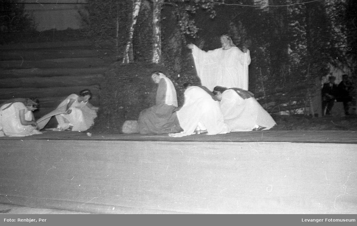 Fra utstillingen om høsten under byjubileet i 1936, teater.