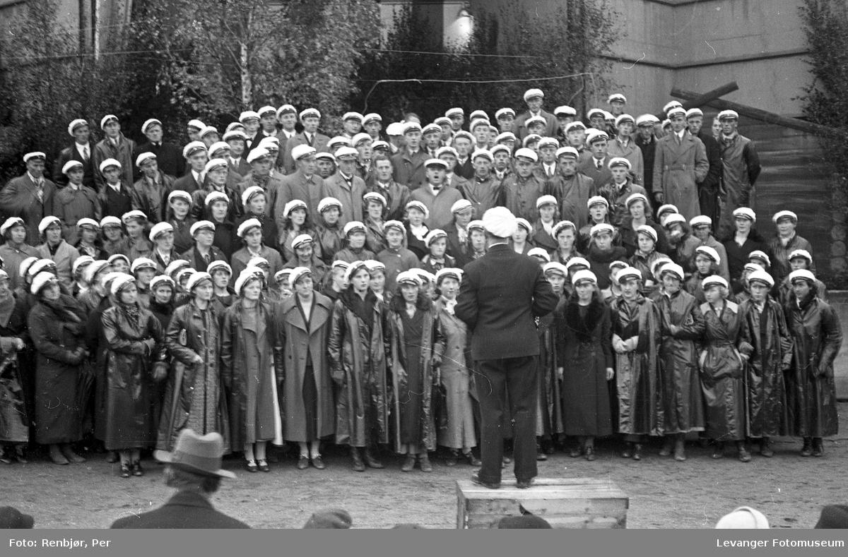 Fra utstillingen om høsten under byjubileet i 1936, kor.