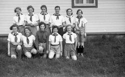 Sanitetens' Opptog, Levanger kvinnefotball, bilde av laget.