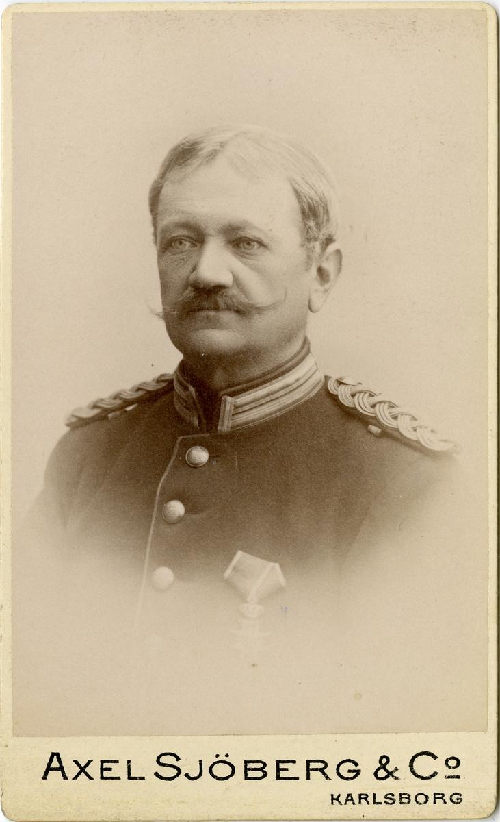 Porträtt av friherre Ludvig Johan Philip Liljencrantz, officer vid Upplands regemente I 8. Se även bild AMA.0008012 och AMA.0008014.