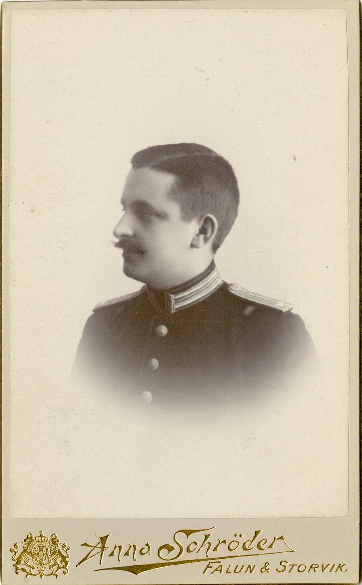 Porträtt av Anders Gustaf Nilsson-Hiort, underlöjtnant vid Västernorrlands regemente I 28. Se även AMA.0009835.