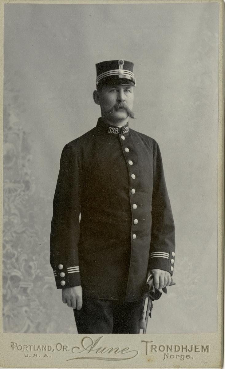 Porträtt av okänd norsk officer.