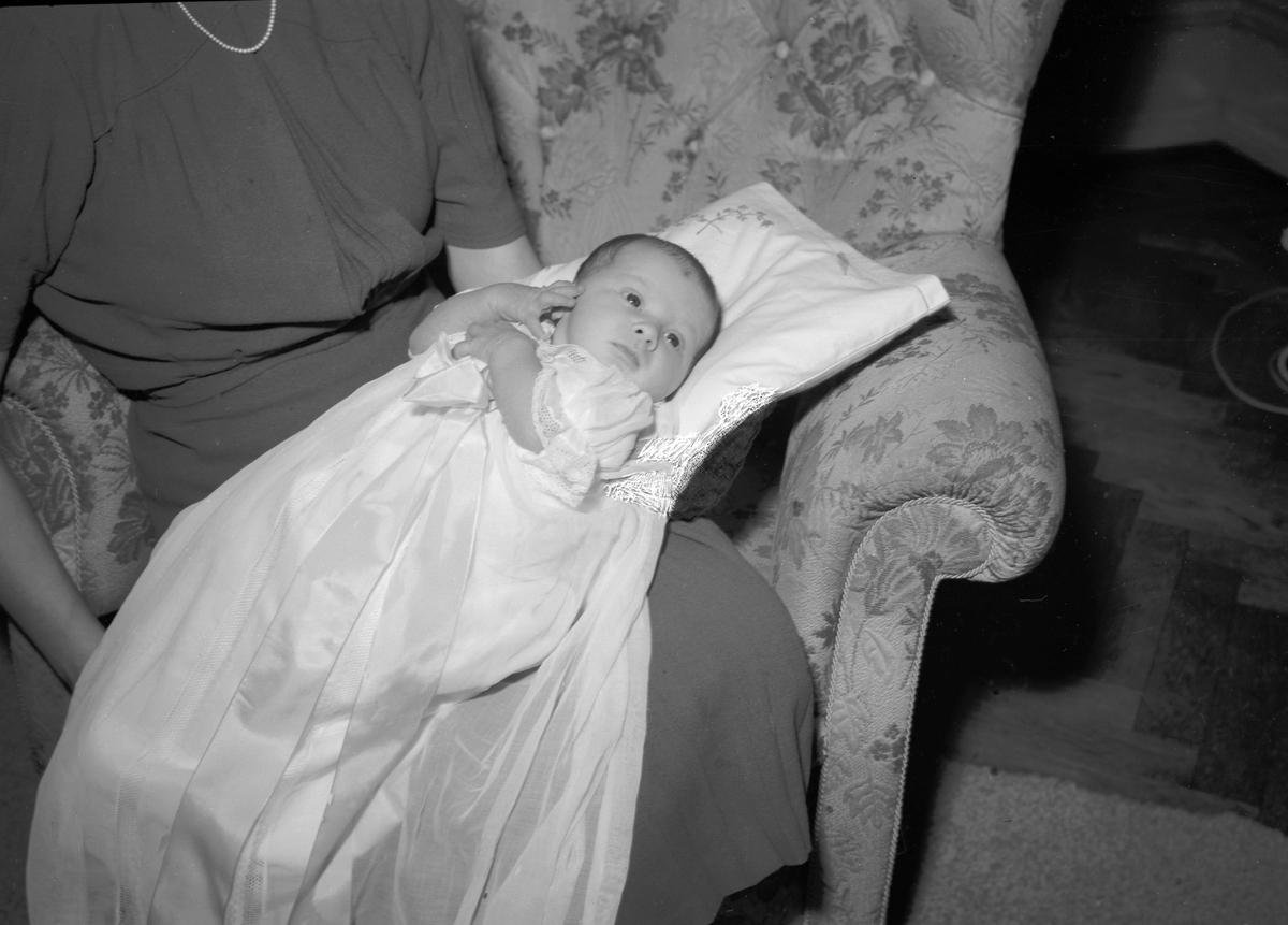 Doktor Åke Jakobssons fru och barn. Den 15 Januari 1942