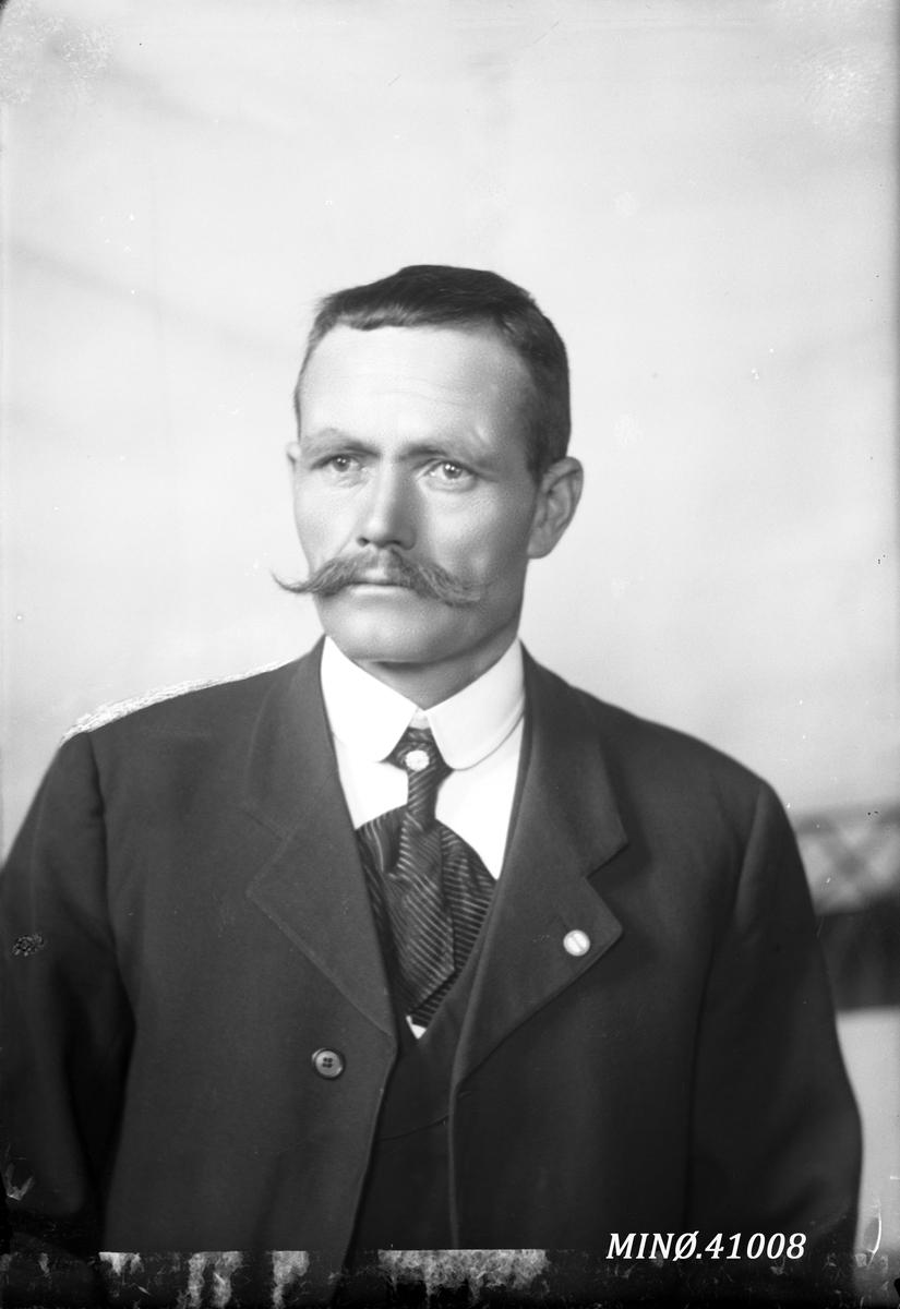 Portrett av mann - Lorentz Larsen