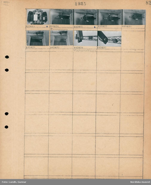 """Motiv: Gasskydd vid Kungsholmens brandstation; Insidan på rökdykarutrustning, En man i gasmask kommer ut från ett rökfyllt övningsrum, exteriör av """"Katarinahissen""""."""
