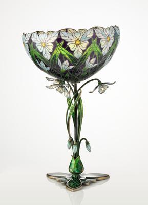 Torolf Prytz, Sneklokkevasen (1900). Skålformet vase i vindusemalje, utformet av gullsmedfirmaet Tostrup i Kristiania. Stetten er utformet som slyngende sneklokker, mens kupa er dekorert med blomstermotiver.