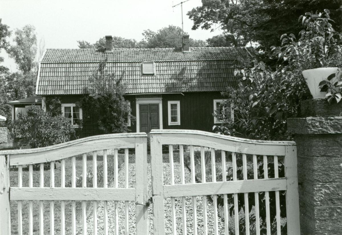 Bostadshus med mansardtak i Föra på Öland. - Kalmar läns museum ...