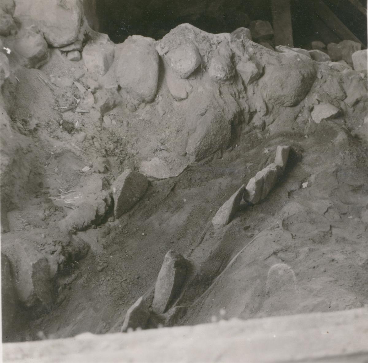Norra Hagby Nummer 18. Gravfynd år 1943. Hällkista