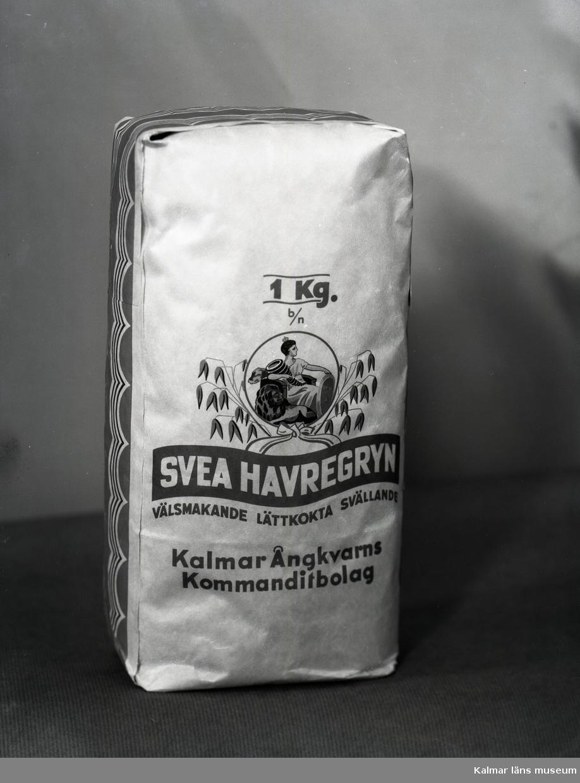 En påse Svea havregryn från Kalmar ångkvarn.