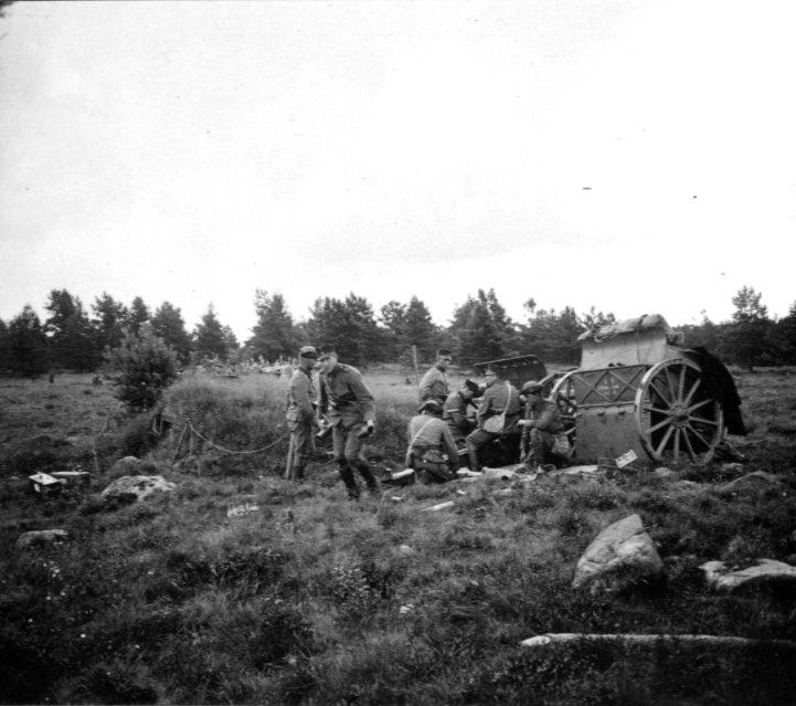 Kanon m/1902. 7,5 cm. Efter skottlossning.Tånga Hed.