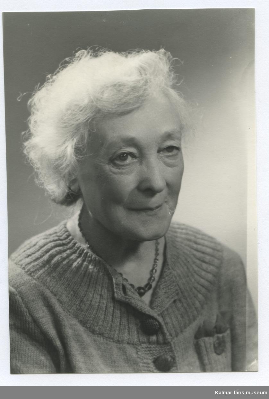 Fru Ernberg.