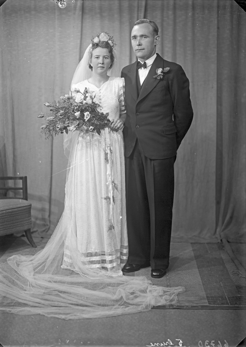 Portrett. Brudepar. Bestilt av Arthur Hammerstrand. Liareid.