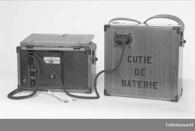 Forsterker med batterikasse (åpen), Romania, Elektrisk Bureau.
