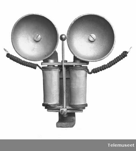 Teknisk utstyr, måleinstrumenter, vekselstrømklokke for bordapparat. Elektrisk Bureau.