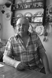 Hugo Bardh i sitt hem i Ekenässjön. Foto taget 2008.