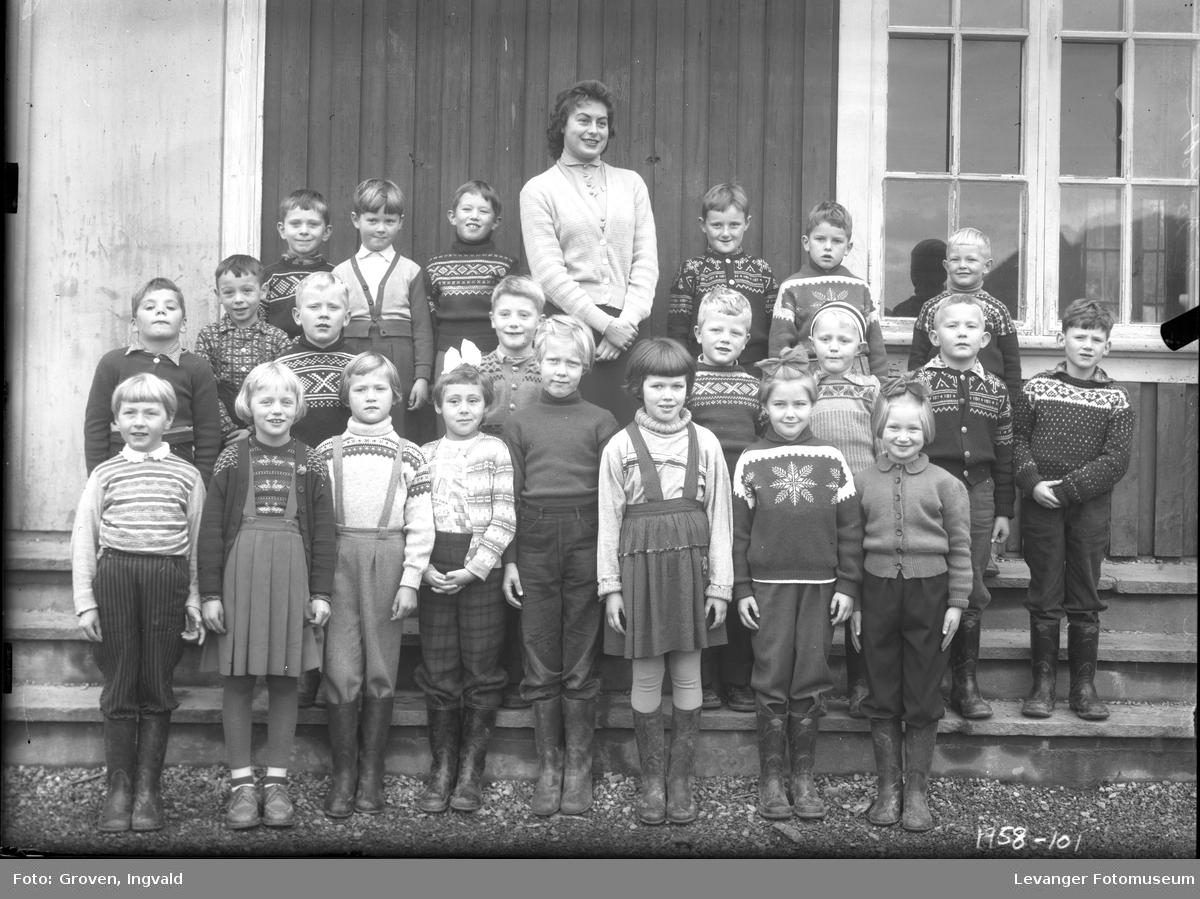 Skolebilde fra folkeskole Solhaug skole, Åsenfjord.