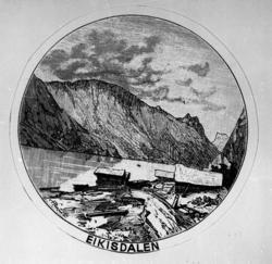 Nausta ved Eikesdalsvatnet. Frå v: Austigard bnr.8, Oppigard