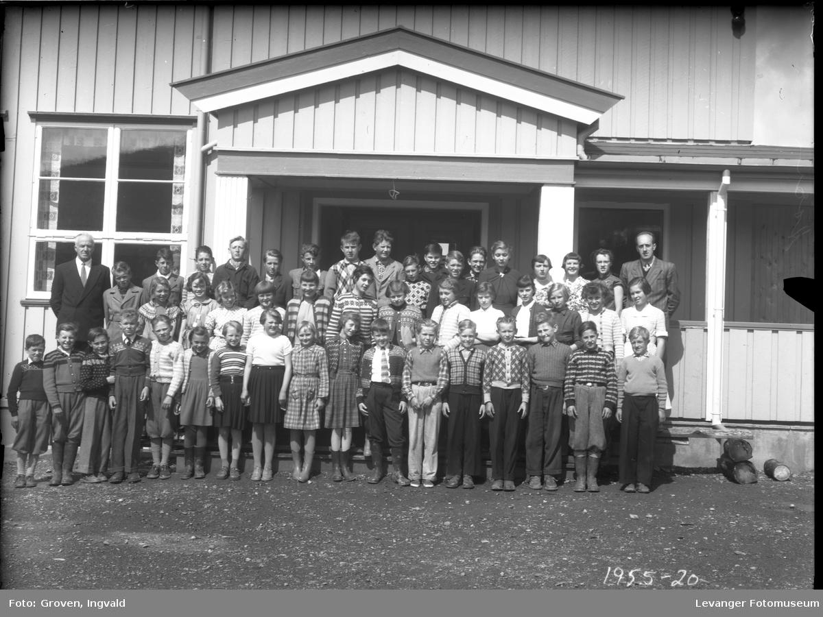 Skolebilde fra folkeskole, Reithaug skole i Åsen.