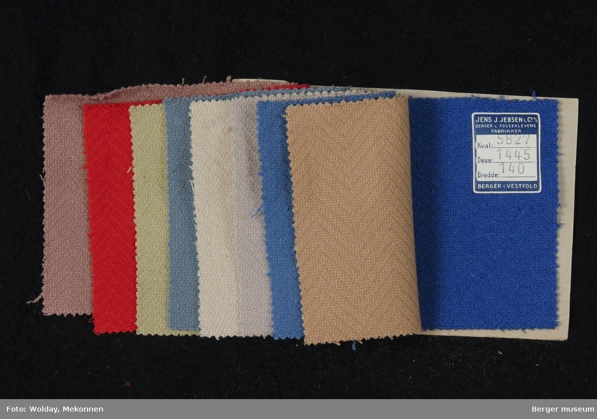 Prøvehefte med 9 prøver Drakt/kåpe Kvalitet 5827 Stykkfarget