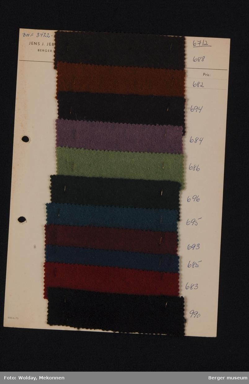 Ark med 11 prøver Vadmel Kvalitet 6712 Stykkfarget