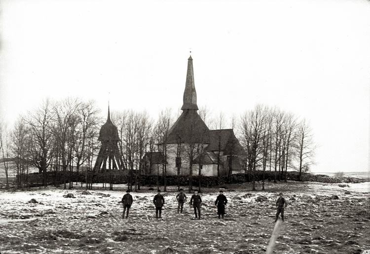 Bildtext: Kyrkan i Skörstorp, exteriör.
