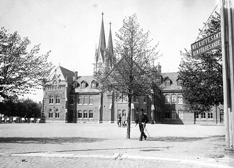 Charlotte Hermanson, f. 1852, drev fotoateljé på Torggatan 47 i Skara under åren 1885-1916. Filial i Lundsbrunn.