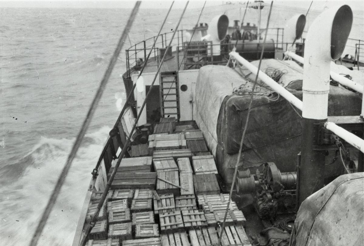 Dekkslast ombord i D/S 'Hermod' (b.1925) på reise mellom Bangkok og Hong Kong