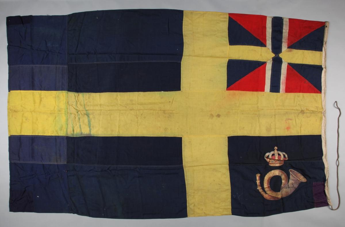 Svensk postflagg m. unionsflagg og i nedre venstre firkant ved stangen et posthorn.