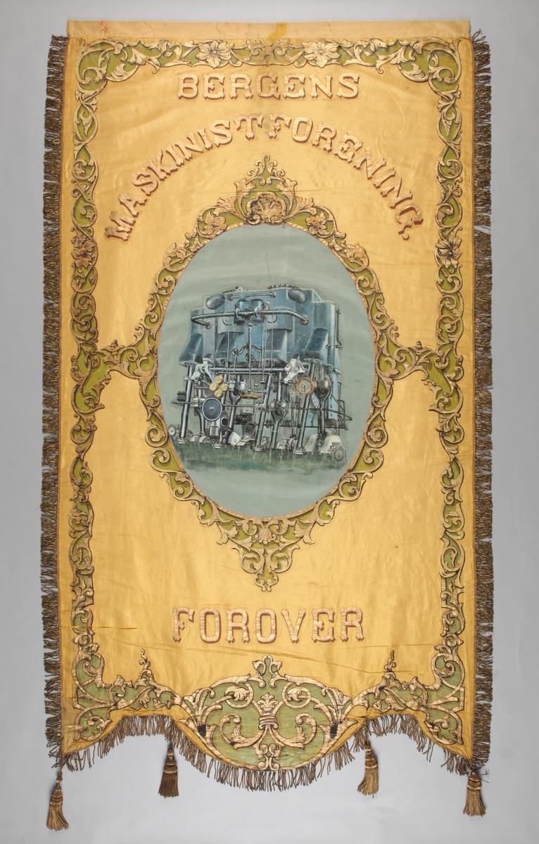 """fane fra Bergens Maskinistforening. En motor er malt som motiv midt på fanen med tekst """"Forover""""."""