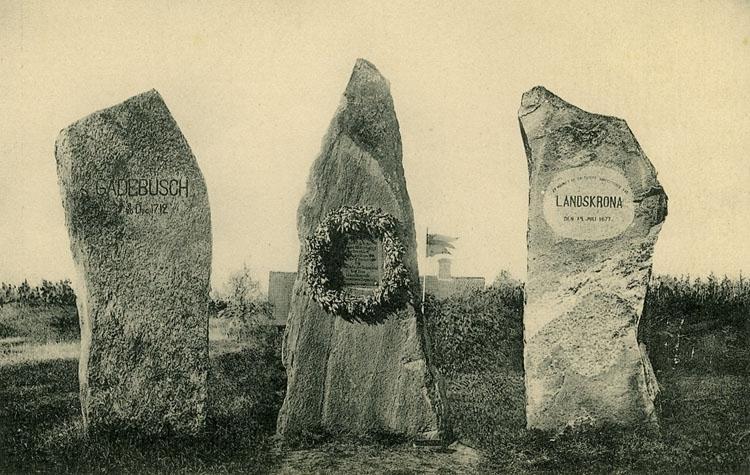 """Enligt Bengt Lundins noteringar: """"Minnesstenar Gardebusch 1712, Svensksund 1790, Landskrona 1677""""."""