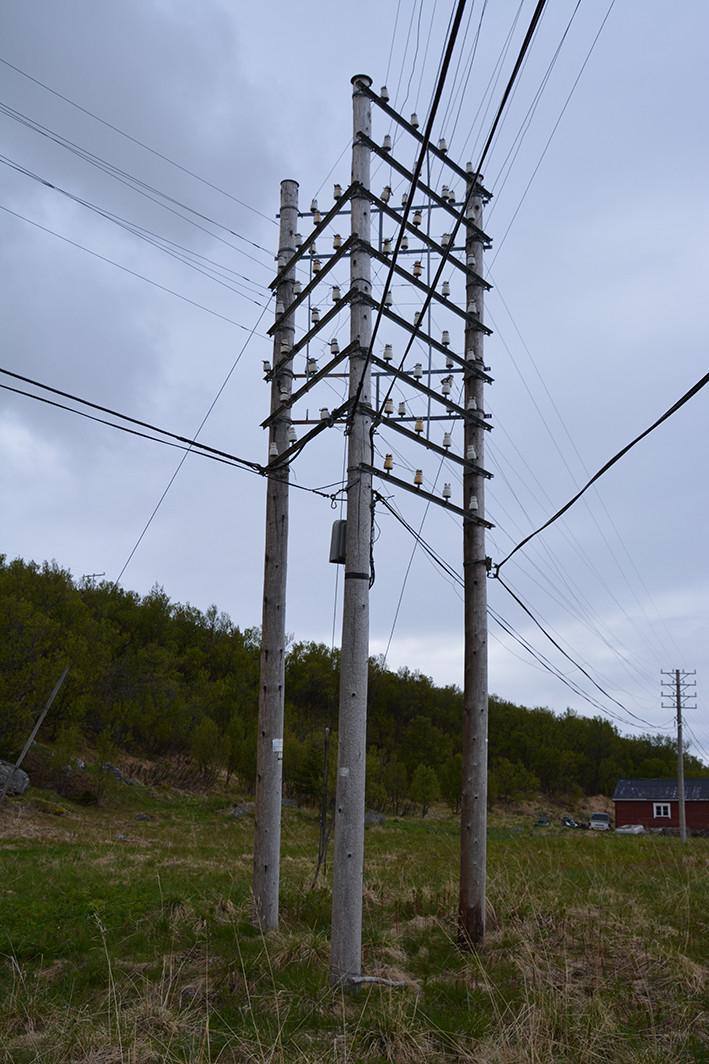 I Lebesby, Finnmark, er det bevart et unikt knutepunkt for  linjekursen. Det er et trekantet knutepunkt med 4-piggs kurs i tre retninger, montert i slutten av 1950-årene. Ca 30 stolper er beholdt rundt krysset.