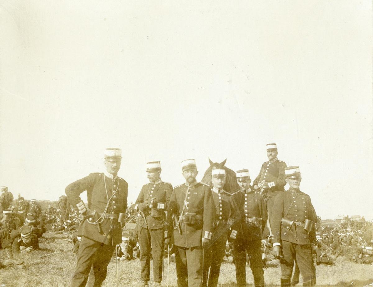 Grupporträtt av officerare vid olika regemente. För namn, se bild nr. 2.