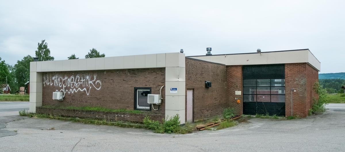 Tidligere Esso bensinstasjon og Veikro ved Minnesund Trondheimsveien Eidsvoll. Nå i forfall.