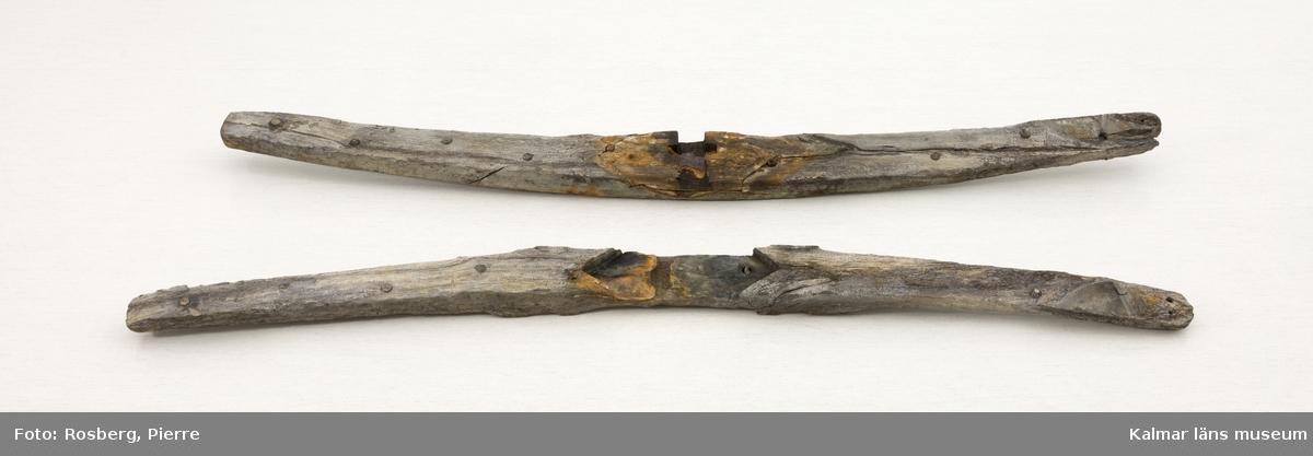 KLM 27947. Ankare, stockankare. Ankare av järn med ring. Ringen har varit klädd med tross och en bit finns sparad. Lägg med två armar och ett fly, det andra saknas. Ankarstock av ek som består av två kraftiga trästycken som varit ihopnaglade med dymlingar. Ankaret och stocken förvaras numera separat. En mindre lös del av järn tillhör.