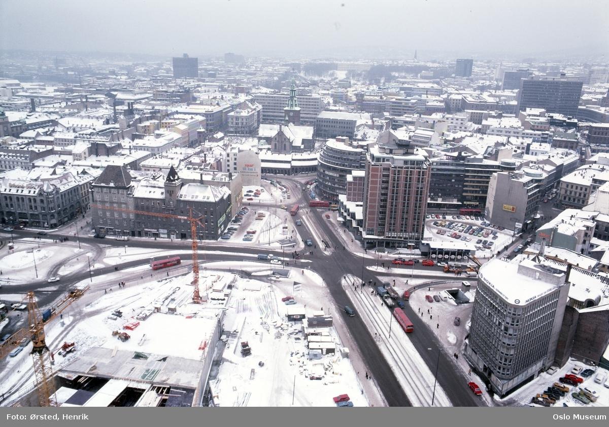 utsikt, Hotel Viking, kontorbygninger, forretningsgårder, byggetomter, parkeringsplasser, biler, trafikk, Oslo Domkirke, regjeringskvartalet, høyblokken