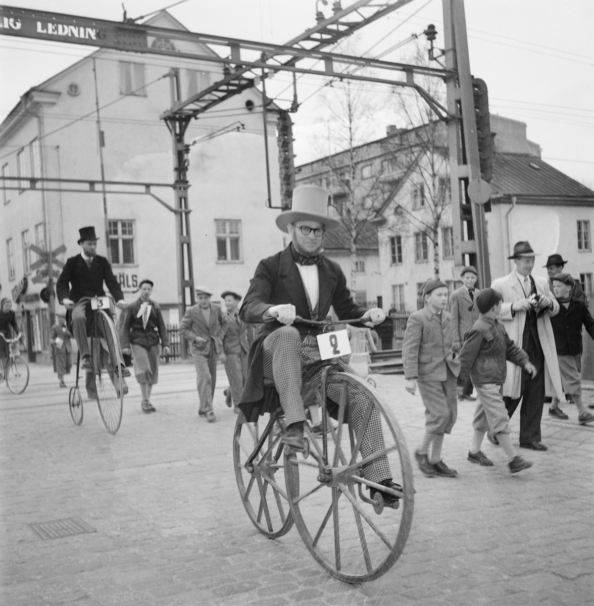 Nymanbolagen, kortege med veterancyklar, Vaksalagatan, Uppsala 1952
