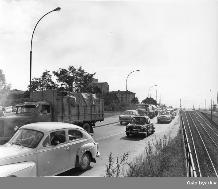 Biltrafikk i Trondheimsveien, rett nedenfor Sinsenkrysset