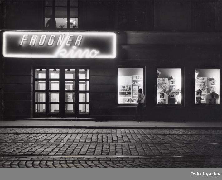 """Inngangsparti. film som vises : """"En venn i bolignøden"""", 1965."""