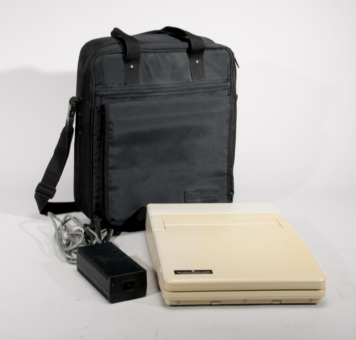 """Bärbar PC """"Supersport"""", i transportväska av märket Targus. Zenith Data Systems Corp, modell ZWL-184-02 nr 9361287611 batteripack modell ZA - 180-57, sernr 9331295001. Med nätaggregat modell 150-308 nr8802.  Återförsäljare: Gebex Gruppen AB"""